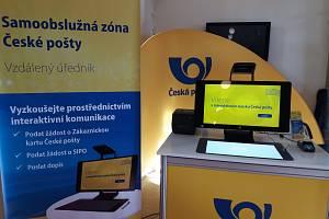 Samoobslužný kiosek České pošty.