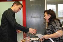 V břeclavské nemocnici se uskutečnil v pátek dopoledne druhý ročník projektu 450 ml naděje. Darovat krev přišlo 67 lidí.