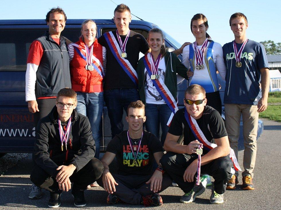 Břeclavští veslaři uzavřeli veleúspěšnou sezonu ziskem čtrnácti medailí na MČR ve sprintu.