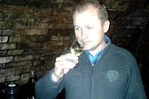 Sedmatřicetiletý Jaroslav Buriánek z Hlohovce vede rodinné vinařství, které vzniklo před pěti lety.