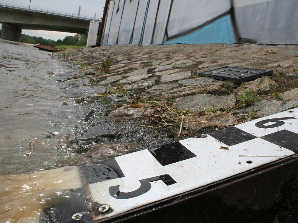 Rozvodněná řeka Morava.