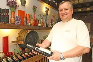 Rakvický vinař Miloš Michlovský.