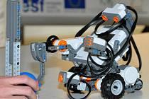 Roboti patří ke světové špičce jak v učebních, tak i didaktických technologiích a umožňují skloubit reálný svět se světem počítačů.