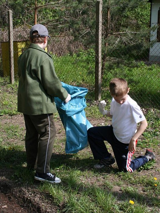 Žáci z břeclavské Základní školy Jana Noháče si připomněli Den Země.