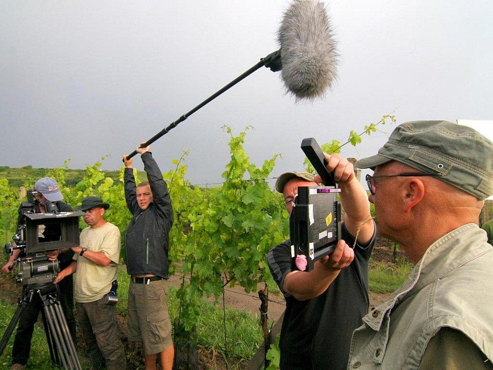 Film 2Bobule se natáčel hlavně ve Velkých Bílovicích, Zaječí a Pavlově.