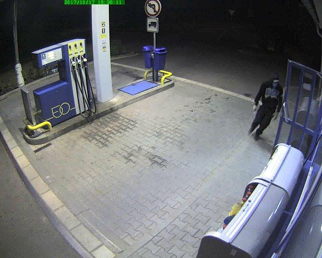 Lupič přepadl čerpací stanici vLednici, vruce držel nůž.