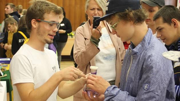 V břeclavském Domě školství se uskutečnil veletrh středních škol.