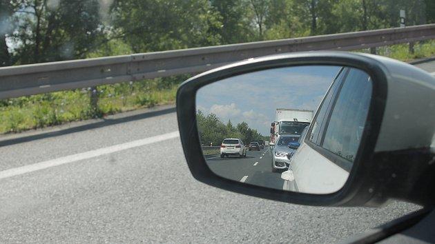 Kvůli špatnému stavu mostu u Pasohlávek tam od května řídí dopravu semafory.