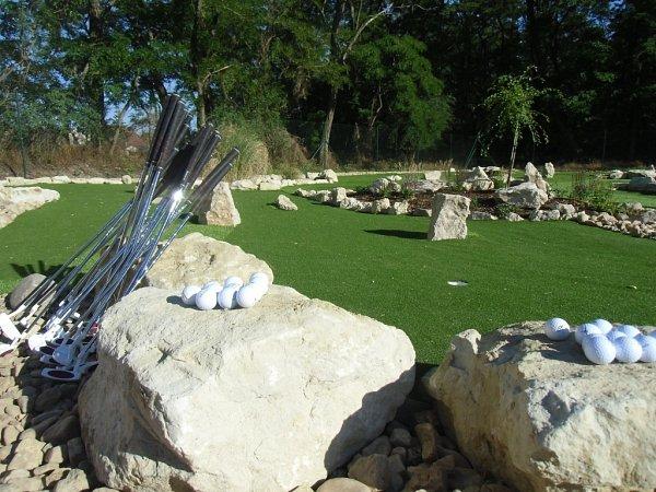 VNovém Přerově přivítá vsobotu první návštěvníky adventure putting golf. První na Břeclavsku. Oco jde? Jedná se oklasický golf zmenšený do velikosti minigolfových drah.