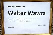Pietní cedulka rakouského rybáře Waltera Wawry.
