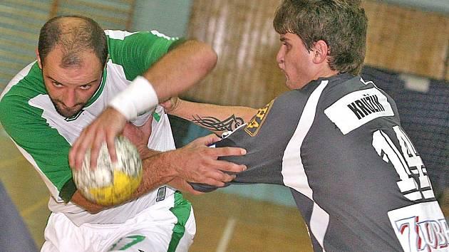 Legatě by měla pomoci předčít favorizovaný Prešov uzdravená spojka Eduard  Buriánek (s míčem