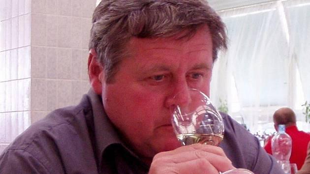 Vinař Václav Zapletal z Velkých Bílovic.