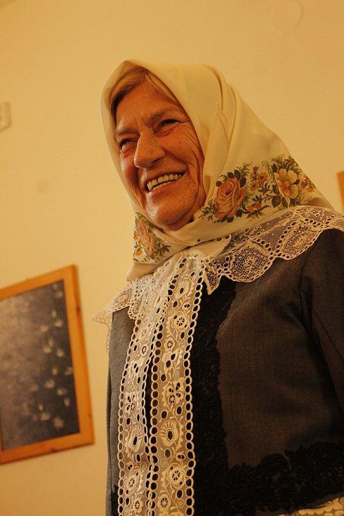 Fotografka Liba Taylor spolupracuje s Jihomoravskou komunitní nadací na zachycování živého folkloru.