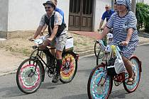 Recesistický závod na kolech v Břeclavi O dušu.