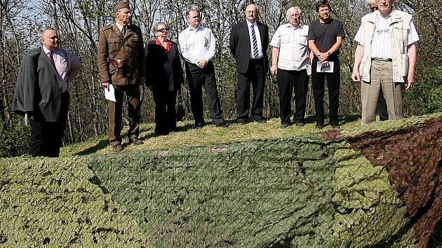 Šestašedesáté výročí zahájení osvobozování Brna i okolí od nacistické okupace si včera Jihomoravané připomněli i v Křepicích na Břeclavsku v areálu nedostavěné rozhledny.