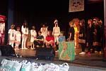 Děti z dětského domova v Mikulově uspěly na přehlídce dětských domovů v Boskovicích s představením Malá indiánská pohádka.