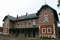 Železniční nádraží v Lednici je jedním z deseti finalistů soutěže o Nejkrásnější české nádraží roku 2009. Stylová stanice se může pochlubit jedinečnou architekturou z devatenáctého století.