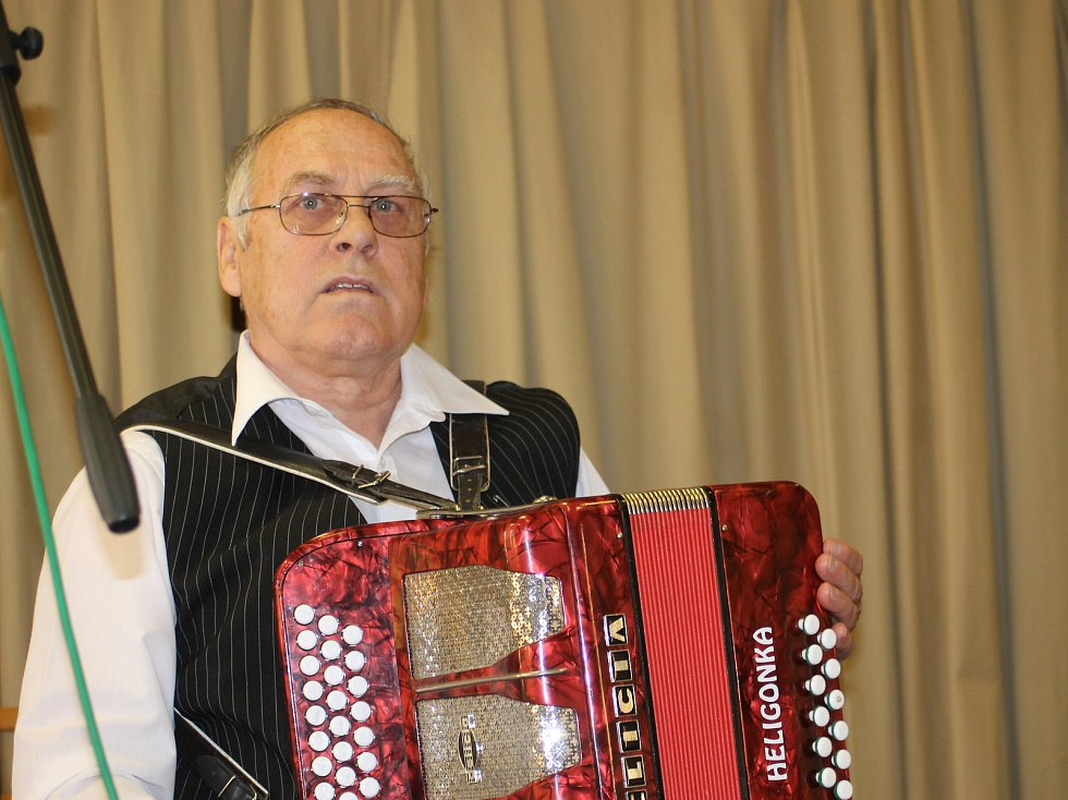 První ročník přehlídky harmonikářů mají za sebou ve Starovičkách. Na snímku František Nečas ze Starovic.