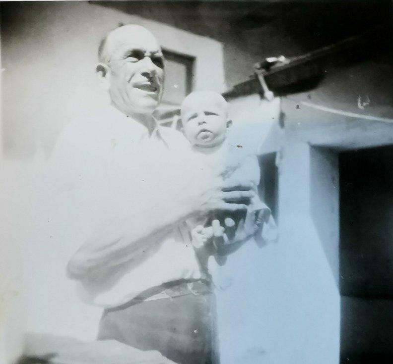Terezie Hrdličková s otcem Václavem Rumpou.