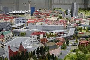 Na novou atrakci, obří kolejiště o rozloze tisíc metrů čtverečních, lákají pořadatelé z Království železnic do vídeňského Prateru.