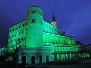 Mikulovský zámek se rozsvítil zeleně.