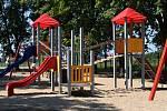 Rakvičtí otevřeli zrekonstruované dětské hřiště v Nové ulici.