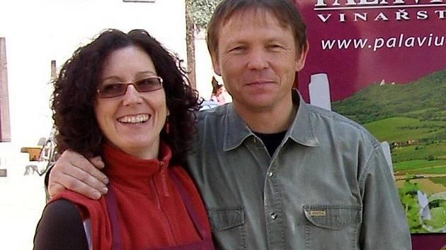 Majitel vinařství Palávius Petr Adamec s manželkou Lenkou.