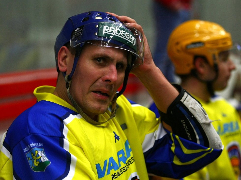 Hokejista Marek Ivan v břeclavském dresu.
