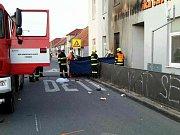 Tragická nehoda motorkáře v Kosticích na Břeclavsku. Naboural do budovy v centru obce.