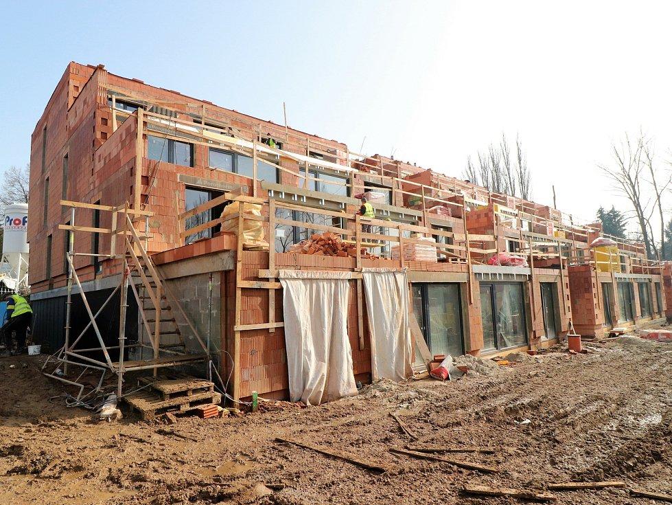 Třetí nejlidnatější kraj v republice je ten Jihomoravský. Na snímku výstavba v Letním poli ve Vyškově.