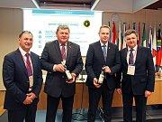Vinařství Josef Valihrach získalo titul šampiona na mezinárodní soutěži vín ve slovinské Lublani. Majitel vinařství je na snímku druhý zleva.