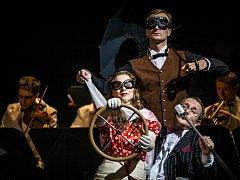 Lednická swingová kapela Melody Gentlemen hraje významnou roli v novém divadelním zpracování Saturnina na prknech Mahenovy činohry Národního divadla Brno. Skupina se v něm stará o hudební doprovod a hraje ve vedlejších rolích.