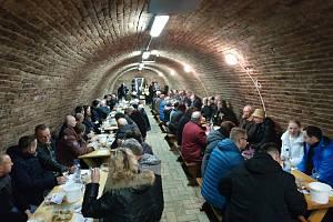 Hustopečští vinaři ochutnají vína z Perné