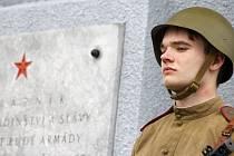 U starovičského památníku s tankem se uskutečnil pietní akt ke vzpomínce padlých rudoarmějců.
