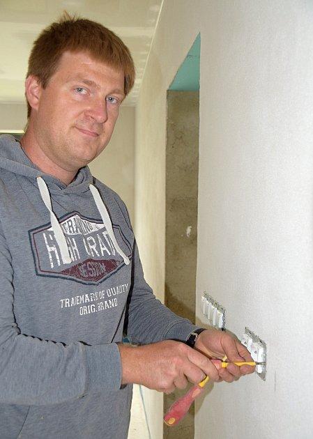Vojtěcha Koldu zBřeclavi živí a baví práce selektřinou.
