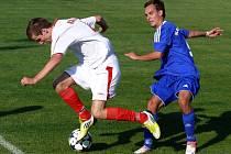 Rakvičtí fotbalisté (v bílém) dotahovali v zápase s Rohatcem marně.