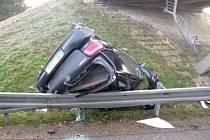 Řidička osobního auta sjela v březnu z mostu u Moravského Žižkova na dálnici D2. Zraněnou odvezla záchranná služba.