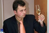Zkušení degustátoři vybírají stovku nejlepších vzorků pro Salon vín České republiky.