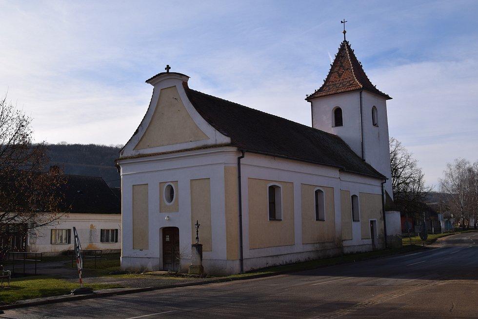 Kostel v Milovicích.