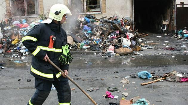 Podle sousedů žena v Břeclavi zcela zaplnila dům oblečením a dalšími věcmi za pět let. Archivní snímek.