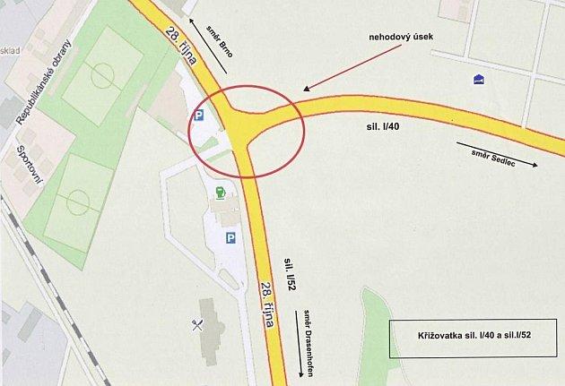Křižovatka je na kraji Mikulova. Kříží se na ní silnice první třídy ze směru od Sedlece srychlostní silnicí R52, která vede khranicím sRakouskem.