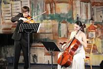Na Modrém úterý v Podivíně zahraje Jahodové duo