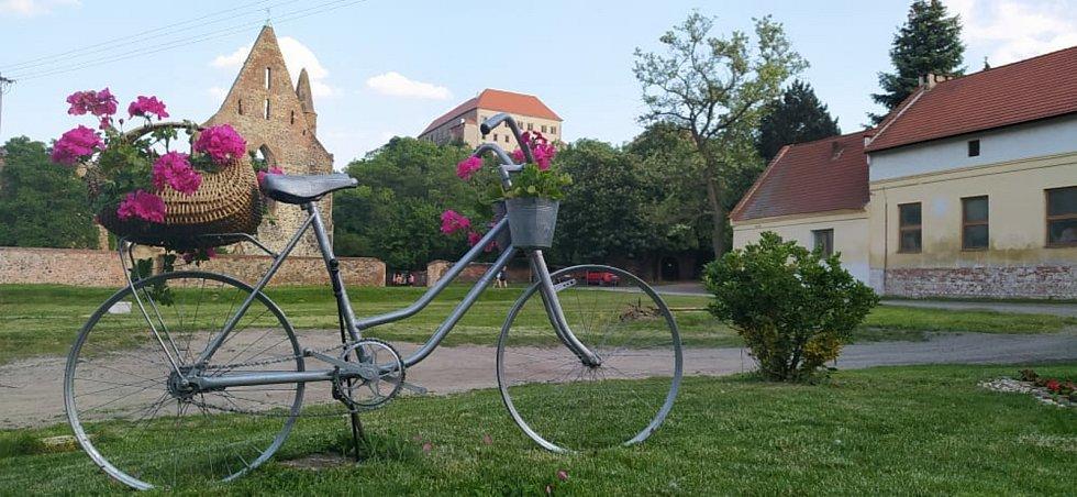 Na místě se natáčela pohádka O statečném kováři i jeden díl slavného českého seriálu Četnické humoresky.