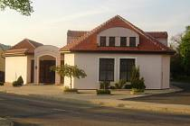 Jihomoravskou vesnicí roku jsou Morkůvky. Na snímku tamní kulturní dům.