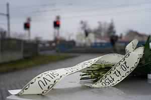 Nový památník obětem srážky vlaku a autobusu z prosince 1950 na železničním přejezdu v Podivíně na Břeclavsku. K výročí ho odhalili představitelé Velkých Bílovic a Podivína.