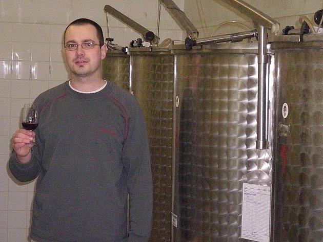 Devětadvacetiletý Marek Ševčík po studiu nastoupil do rodinného vinařství Víno Podivín. Cení si hlavně toho, když jsou zákazníci spokojení.