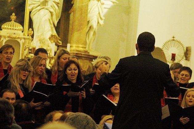 V kostele ve Velkých Pavlovicích se uskutečnil tříkrálový koncert. Vystoupil při něm domácí sbor Laudamus a Šumavan z Klatov.