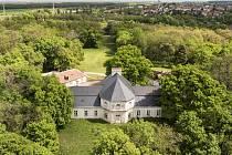 Nevšední pohled na zámeček Belveder u Valtic nabízí snímky pořízené při digitalním zaměření. Odborníci ze soukromé společnosti a Národního památkového ústavu k tomu využili také dron.