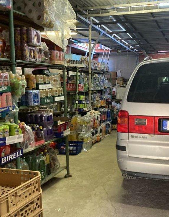 Kontrola prodejny potravin v Bořeticích.