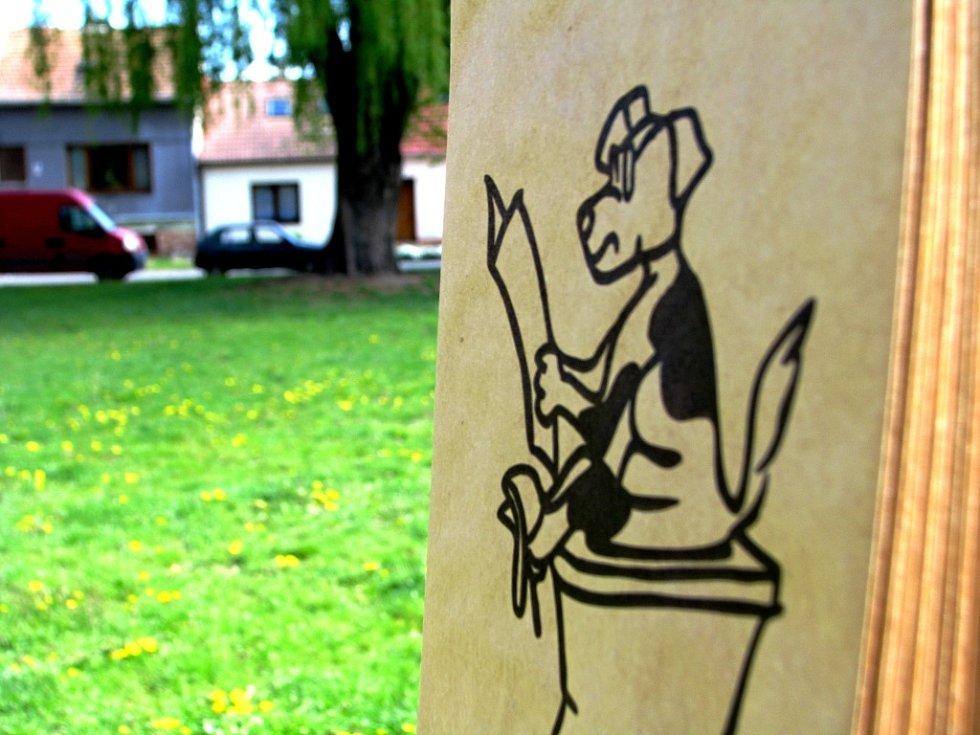 Břeclavané žijící v okolí parku Petra Bezruče poukazují na nezodpovědné pejskaře. Přitom si tam lze vzít zdarma papírový pytlík.